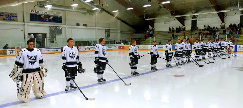 Image of a hockey team in uniform on ice rink